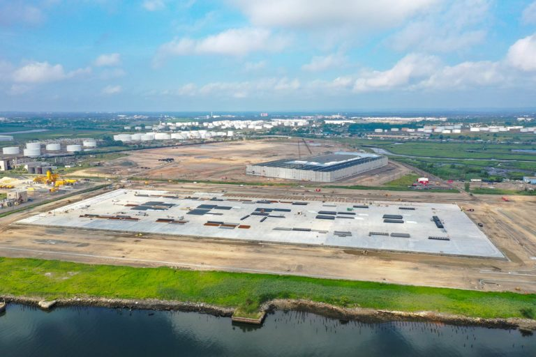 Linden Logistics Center construction project in Linden, NJ - Aerial photo from 350ft to the West