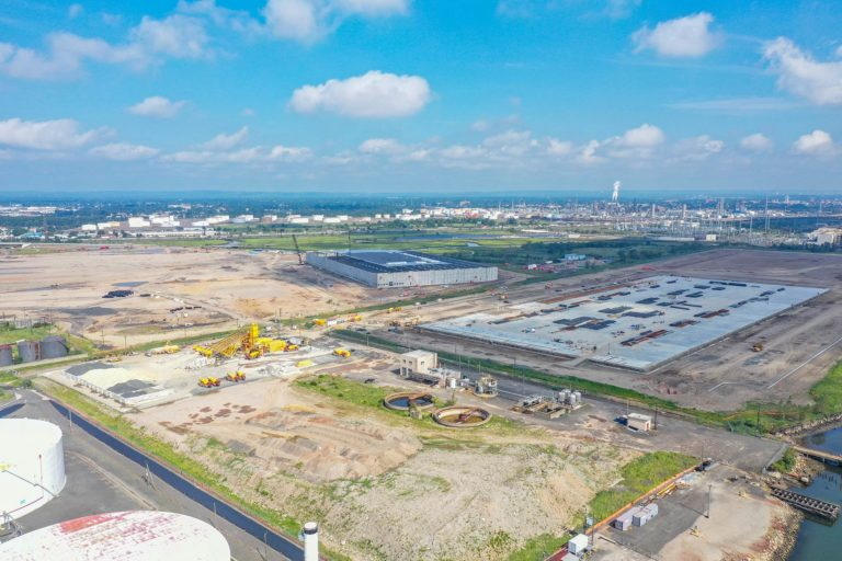 Linden Logistics Center construction project in Linden, NJ - Aerial photo from 350ft to the North West